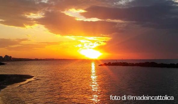 tramonto sulla spiaggia di Cattolica